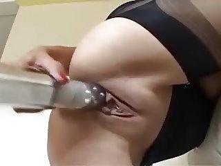 Housewife Yazmin
