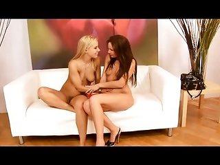 Lesbian pee session
