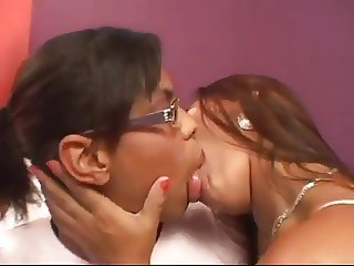 Kissing fat lips, negras besandose