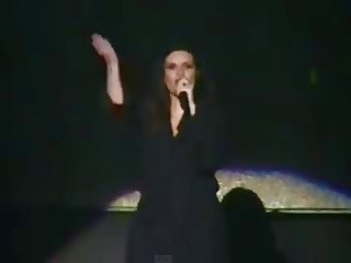 Laura Pausini had no panties