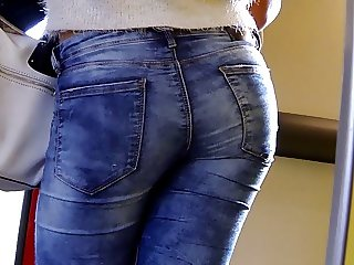Candid - Sexy Ass Babe In Tight Jeans Close-Up
