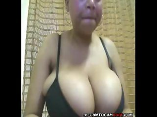 Abuse milf amateur to show boobs on webcam