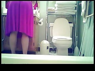 Nice teen spied in toilet