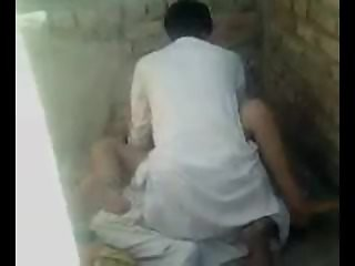 PAKISTANI - Aunty Fucked In Graveyard By Her Bf