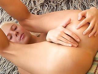 Teen Squeezes her Strong Vagina and Anus