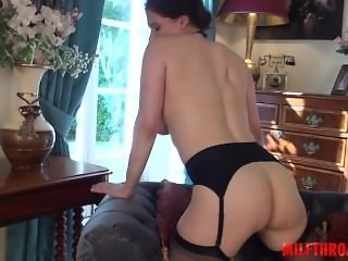 Glamour girl anal cum