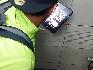Str8 spy Asian guy in public toilet