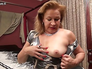 Hairy American housewife playing with her hairy cunt