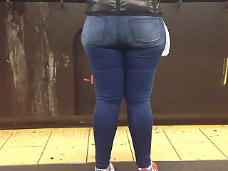 Candid Wide Booty in Train Station