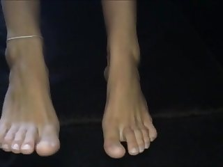 Litsa moves her sexy (size 39) feet