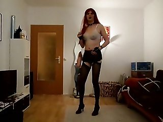 Sandralein33 Redhead Smoking and Dancing in Bra