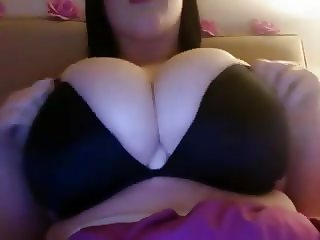 Big Eyed Chubby Beauty show off her Amazing Tits