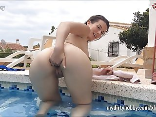 My Dirty Hobby - Lucy juicy Fingerficken im Pool