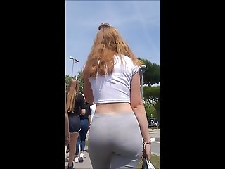 SEXY GERMAN TEEN ASS IN LEGGINGS