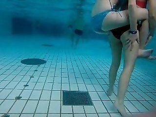 girsl underwater at pool