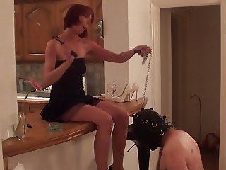 Mature lady playing a slave hard