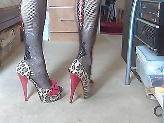 A qucik leopard heel tease.