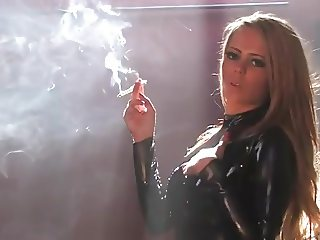 Smoking Latexgirl