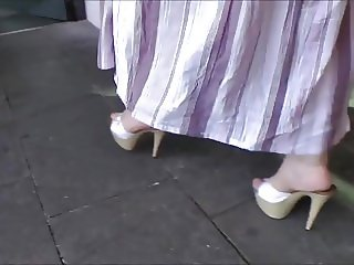 Platform Mules At The Fastfood Restaurant