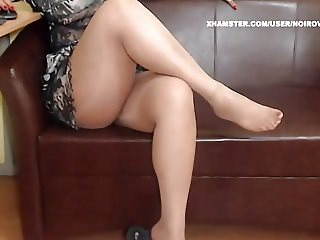 WM 338 Mature Feet in shiny Pantyhose