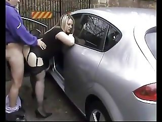 blonde pulls the car over for some quickie with her man