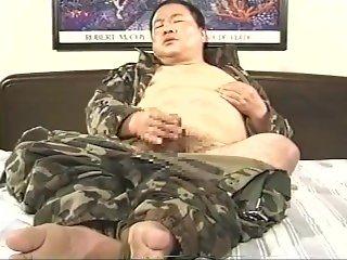 japanese veteran chubby daddy jerking off