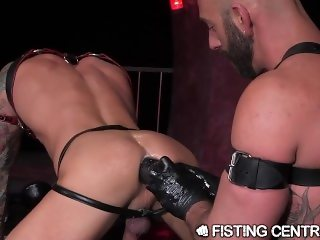 FistingCentral Swole Daddy fucked by Massive Toy