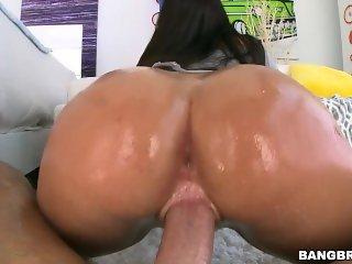 Karlee Grey Shakes Her Ass