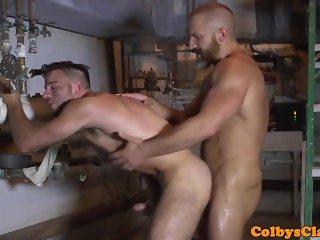 Muscle DILF rims hunk before cummy assfucking