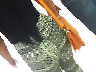 Cum on Ass Morena subindo a escada com o corno