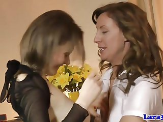 Glamour mature jizzed in mouth in threeway