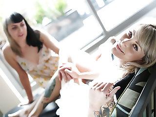 Marina & Charlotte Mutual Orgasm VR
