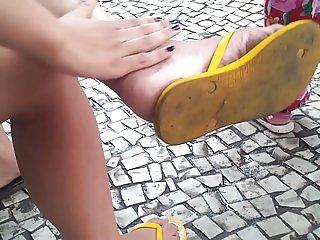 Vagabunda com os pes sujos (Bitch Dirty Feet)