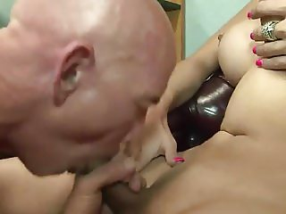 Gorgeous Shemale Luana Arausio cum in gay mouth