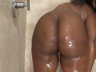 Ebony booty fucked after shower