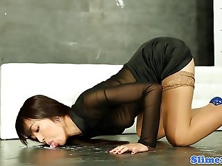 Gloryhole asian babe licking cum off ground