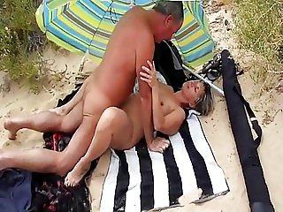 Lisa - Premier amant sur la plage (cuckold)